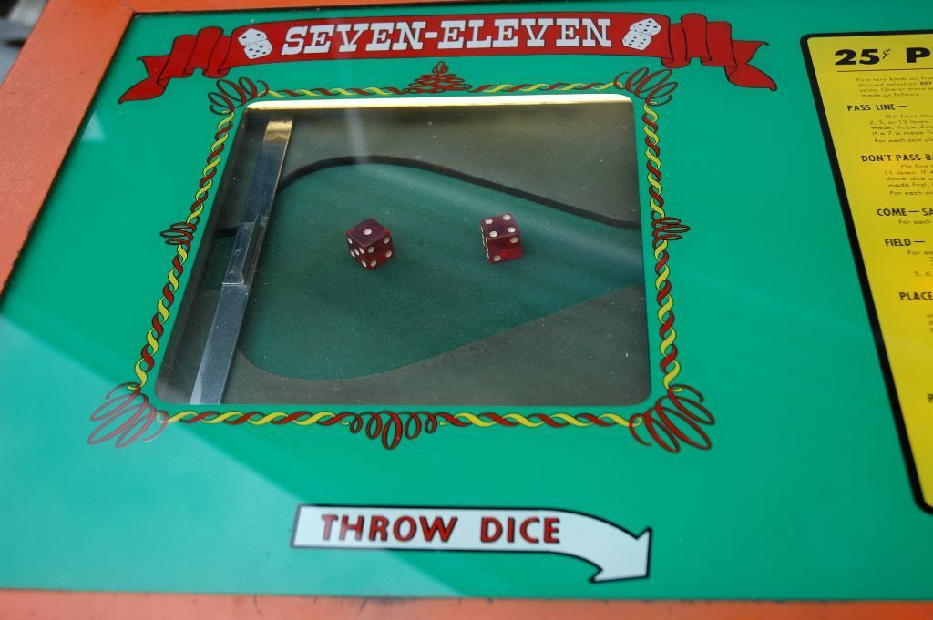 Sevel Eleven Dice Game with Hopper 8.jpg